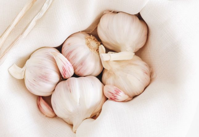 5 reasons you need to add garlic to your diet asap