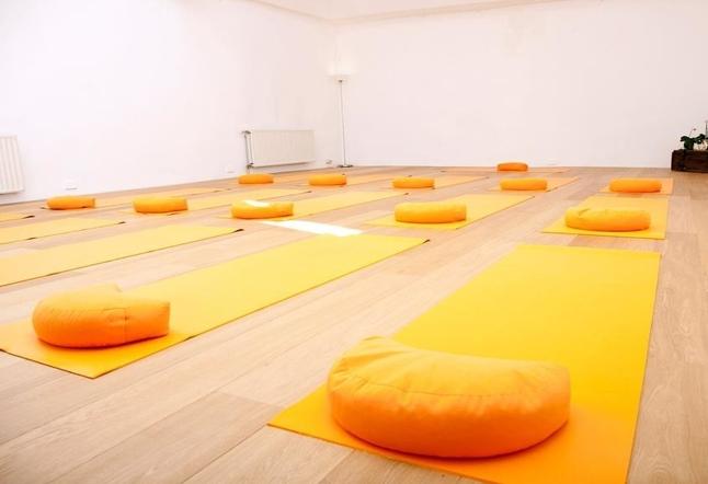 yoga studios classes in brussels belgium. Black Bedroom Furniture Sets. Home Design Ideas