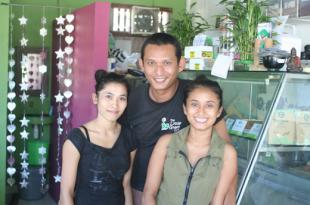 the little green café