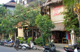 shopping for yoga wear in ubud