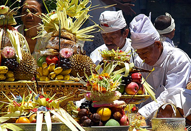 a balinese style of eating
