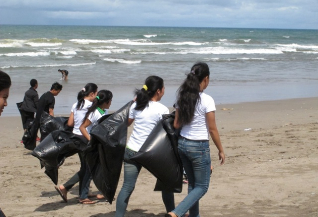 Beach Cleanup in Petitenget