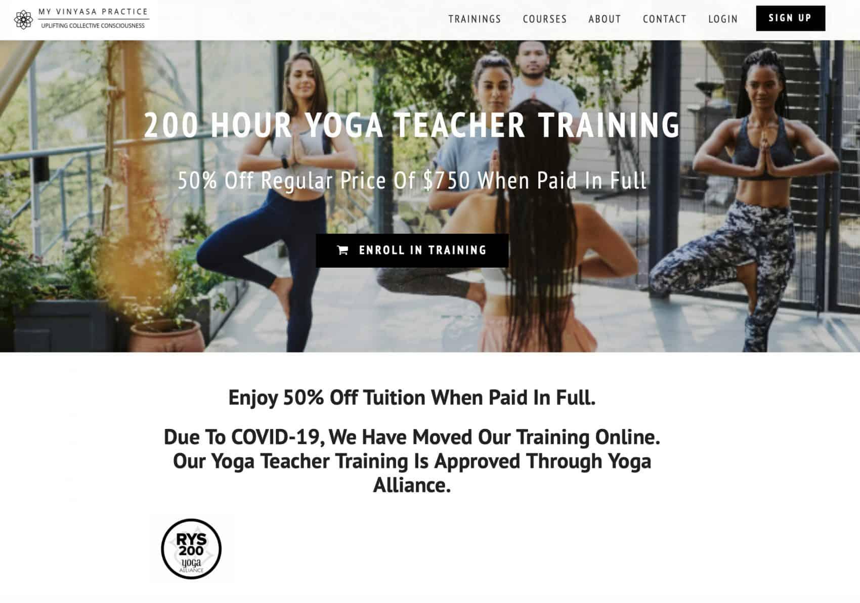 cinco personas practicando yoga montaña pose mirando a cámara Escuela Internacional de Yoga Online Hacerse profesor o profesora de yoga con un curso de monitor intensivo en linea