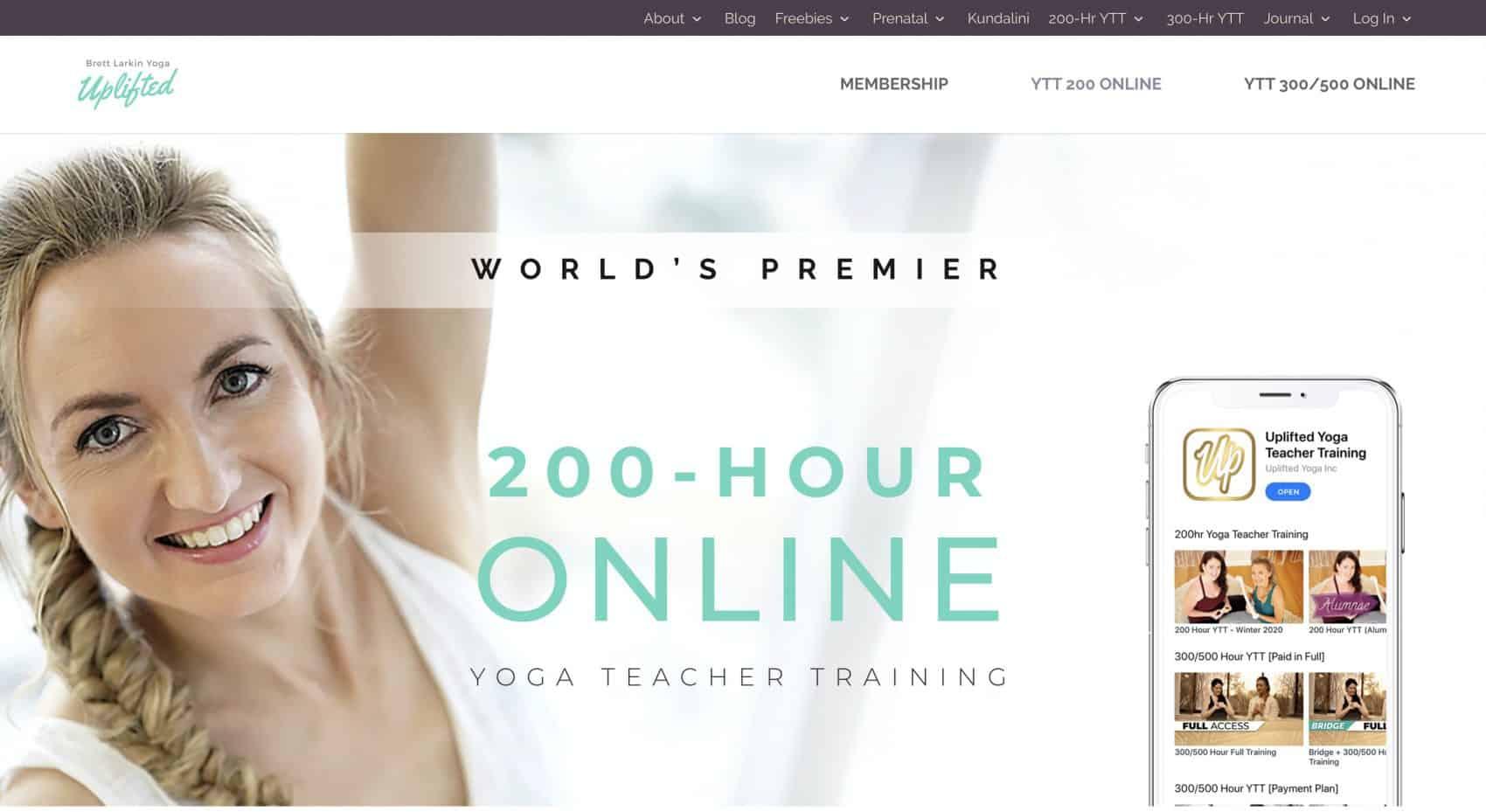 captura de la website, mujer rubia con pelo rizado, mejor yoga en línea entrenamiento para profesores YTT Alliance certificado Escuela Internacional de Yoga Online Hacerse profesor o profesora de yoga con un curso de monitor intensivo en linea