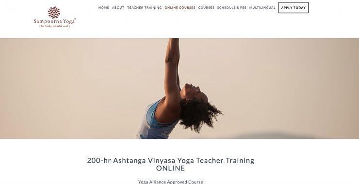 capatura de panatalla mujer estirando mientras hace yoga Escuela Internacional de Yoga Online Hacerse profesor o profesora de yoga con un curso de monitor intensivo en linea