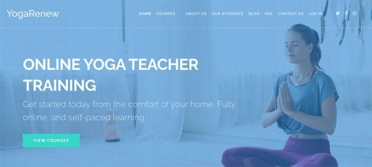 capatura de pantalla con mujer meditando en postura namaste Escuela Internacional de Yoga Online Hacerse profesor o profesora de yoga con un curso de monitor intensivo en linea